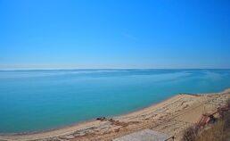 Пляж и море в районе Ясная поляна
