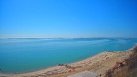 Пляж и море возле района Ясная поляна