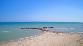 Пляж и море крупным планом — вид с отеля «Эллинг»